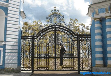 Ворота в Пушкине, Хвостов Андрей