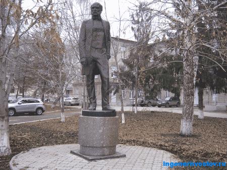 Памятник хирургу Пирогову