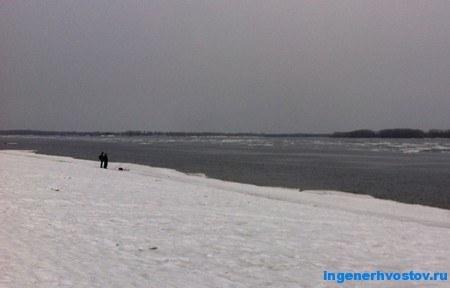 Рыболовы после ледохода на Волге