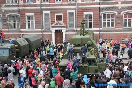 военная техника в Самаре на дне Победы