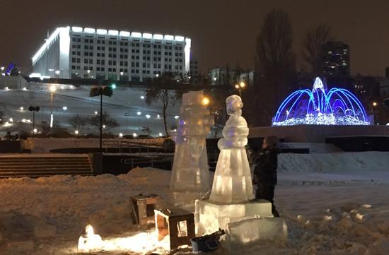 Ледовые фигуры на набережной Волги в Самаре
