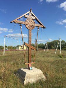 Деревянный крест в Подгорах