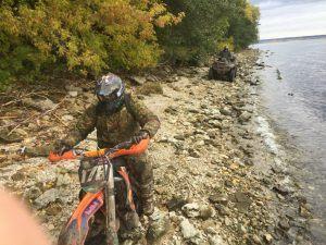 Мотоцикл по камням