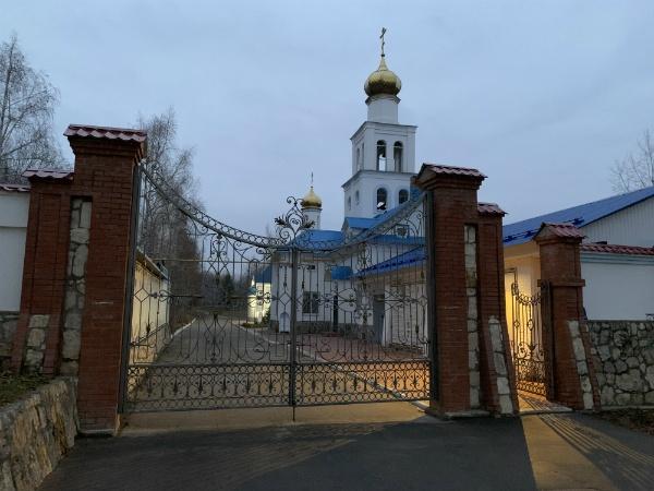 Храм под Царевом курганом с Волги