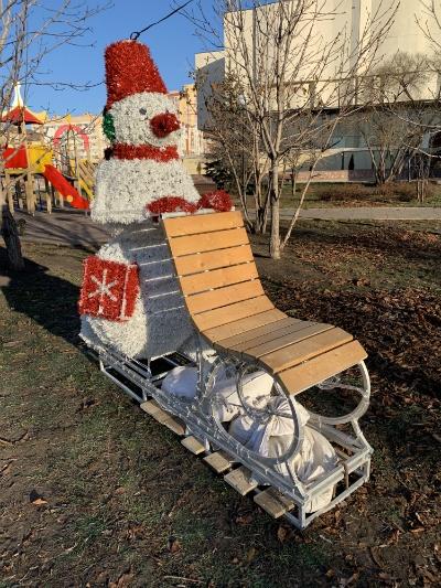Снеговик с санками