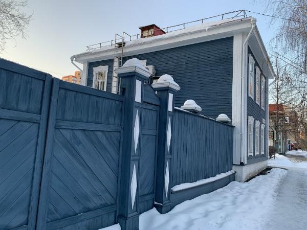 Деревянные самарский забор и дом
