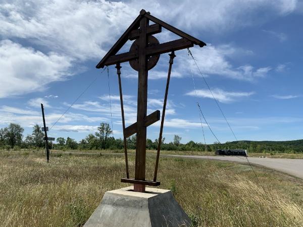 крест в селе Подгоры
