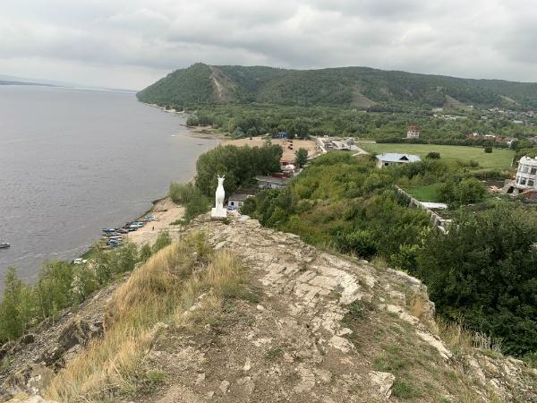 Жигулёвск, набережная Волги, белая коза, гора Могутовая