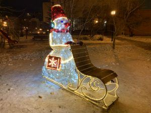 снеговик у музей Алабина в Самаре