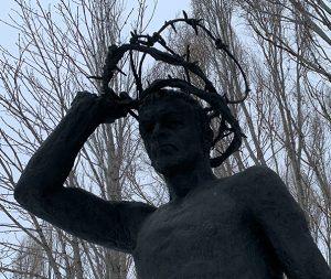 Памятник в Самаре жертвам сталинских репрессий