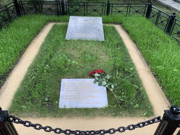 Могила отца Лермонтова со стихами поэта