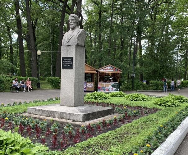 Памятник Белинскому в парке Пензы