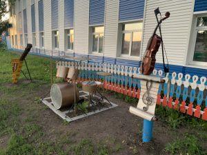 памятник музыкальным инструментам-2