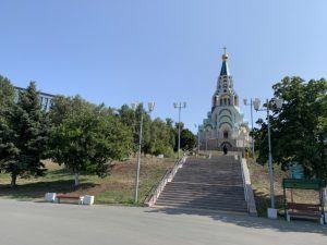 храм на набережной Волги